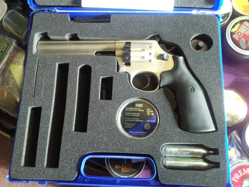 second hand Umarex Smith and Wesson co2 air pistol